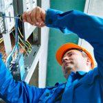 Кто может отремонтировать и заменить электропроводку