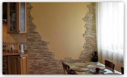Стіна з декоративного каменю на кухні