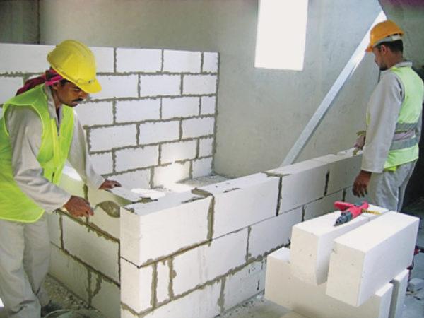 Процес укладання газобетонних блоків