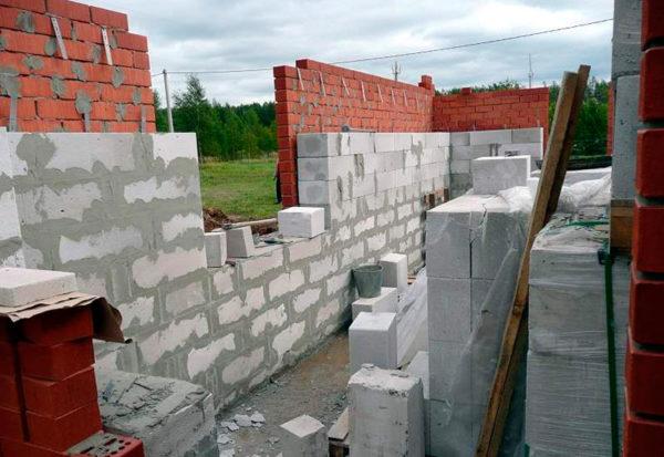 Внутрішня стіна з газосилікатних блоків